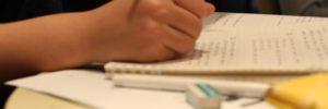 勉強中 手元、ノート、問題を解く